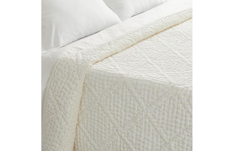 Parisienne Velvet Quilt, Dove White