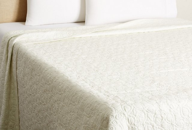 Optic Bloom Quilt, White