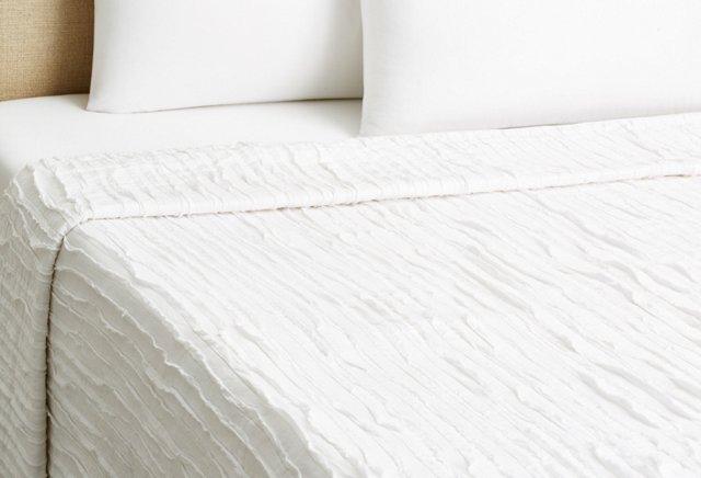 Trapunto Wave Quilt, White