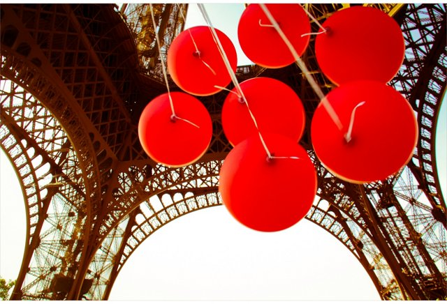 Gray Malin, Red Balloons Eiffel Tower