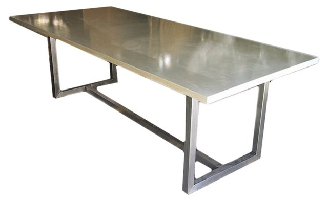 Vue Dining Table