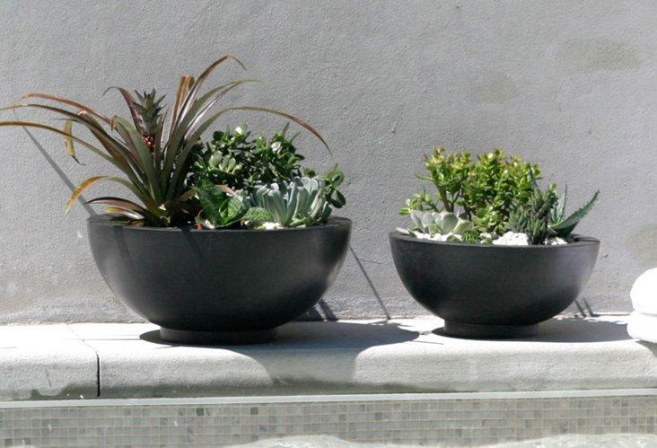 Set of 2 Black Tzlite Outdoor Bowls