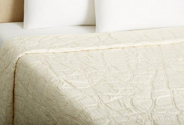Paris Quilt, Ivory