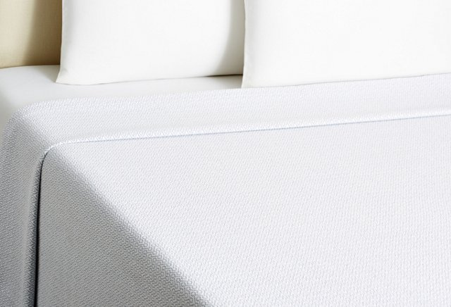 Crown Coverlet, White/Navy