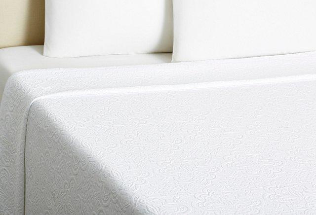 Queen Espalier Matelassé Coverlet, White