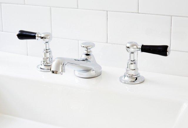 Classic Lever Faucet, Chrome/Black